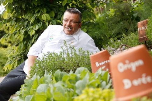 Le chef Roger Bouhassoun, chef de La Cheneaudiere - Relais & Châteaux en Alsace